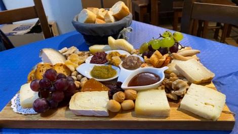 Tabla de quesos en la Sidrería de Panes